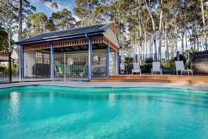 Waverley house lakes entrance accomodation Pool-BBQ-area_web