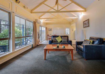 Waverley house lakes entrance accomodation -interior-1br-Salmon-Co_web