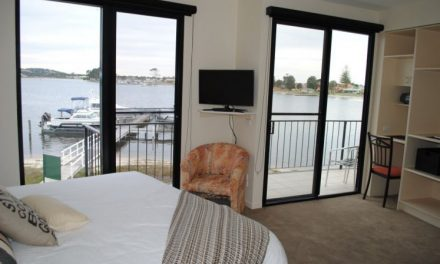Clara Clove Waterfront Accommodation Lakes Entrance
