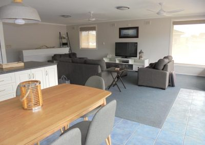 Hybiscus Lodge Waterfront Accommodation Lakes Entrance-3