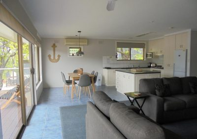 Hybiscus Lodge Waterfront Accommodation Lakes Entrance-4