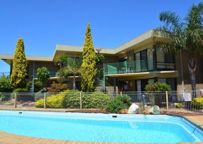 emmanuel-holiday-apartment-lakes-entrance-1